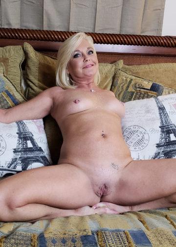 - Femme mature Paris