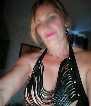 Femme libertine blonde adepte de libertinage