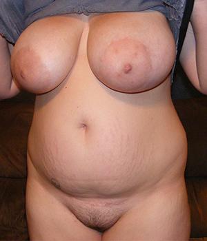 Femme ronde du 14ème exhibe ses gros seins à Paris