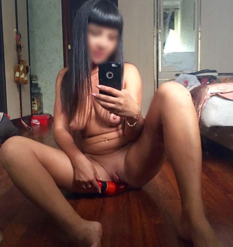 Je me masturbe en selfie